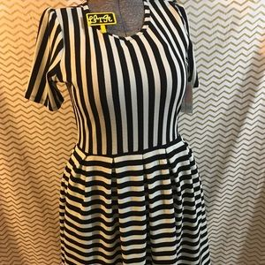 Large Lularoe Amelia black and white stripe pocket